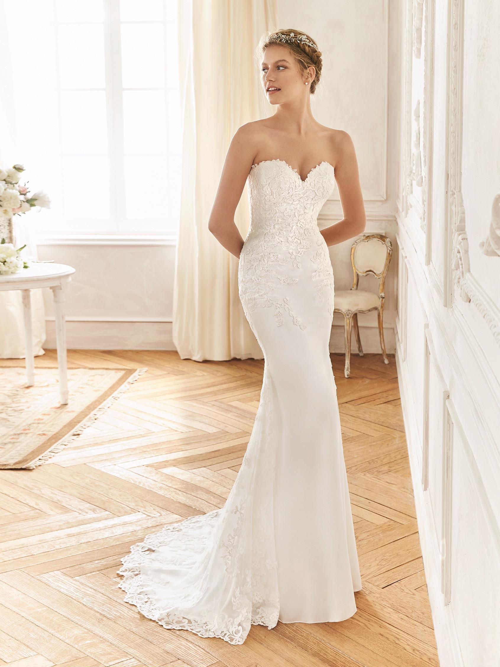 ef4c6a04f7 LA SPOSA esküvői ruhák